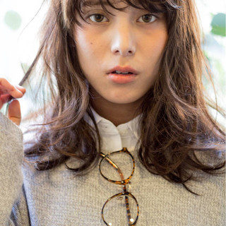 外国人風 ウェットヘア セミロング ナチュラル ヘアスタイルや髪型の写真・画像 ヘアスタイルや髪型の写真・画像