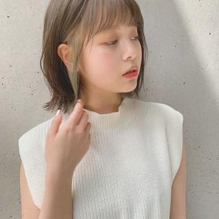 オリーブベージュ ナチュラル ミディアム デジタルパーマ ヘアスタイルや髪型の写真・画像