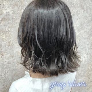 シルバー ナチュラル ダブルカラー シルバーグレー ヘアスタイルや髪型の写真・画像