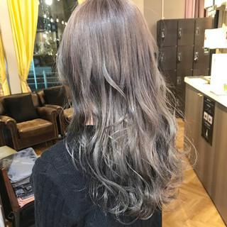 グレージュ ダブルカラー ストリート アッシュ ヘアスタイルや髪型の写真・画像 ヘアスタイルや髪型の写真・画像