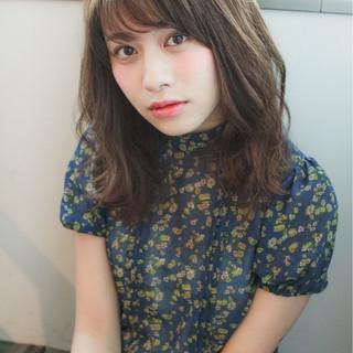 レイヤーカット ミディアム 大人女子 小顔 ヘアスタイルや髪型の写真・画像