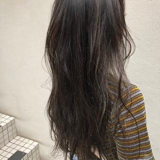 ナチュラル セルフアレンジ インナーカラー グレージュ ヘアスタイルや髪型の写真・画像