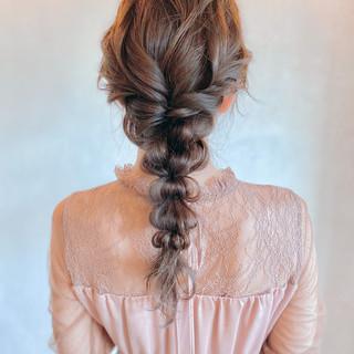 編みおろしヘア ゆるふわセット お呼ばれヘア ナチュラル ヘアスタイルや髪型の写真・画像