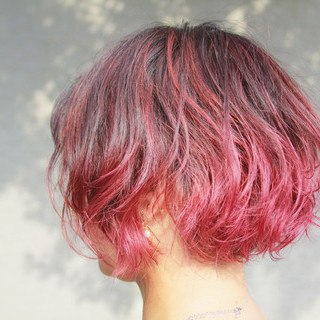 グラデーションカラー ショート ストリート ベリーピンク ヘアスタイルや髪型の写真・画像