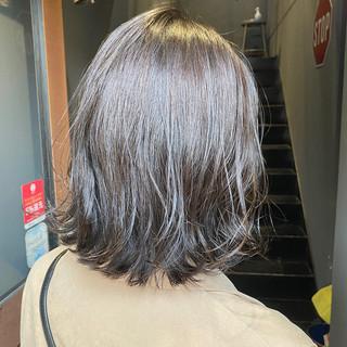ナチュラル シルバーグレージュ ミディアム 大人ミディアム ヘアスタイルや髪型の写真・画像