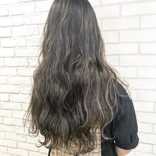 ナチュラル ロング グレージュ ハイライト ヘアスタイルや髪型の写真・画像