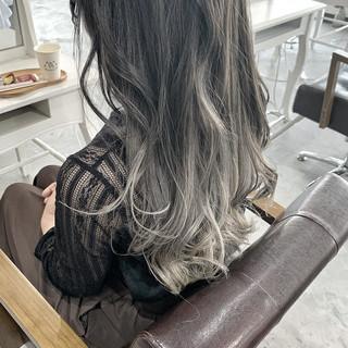 バレイヤージュ ナチュラル ミルクティーグレージュ グラデーションカラー ヘアスタイルや髪型の写真・画像