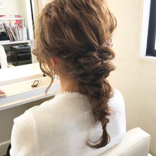 ロング 結婚式 編み込み ナチュラル ヘアスタイルや髪型の写真・画像