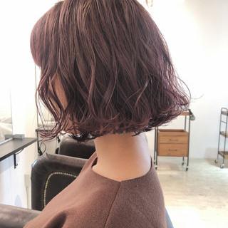 ラベンダーピンク 切りっぱなしボブ ナチュラル ボブ ヘアスタイルや髪型の写真・画像
