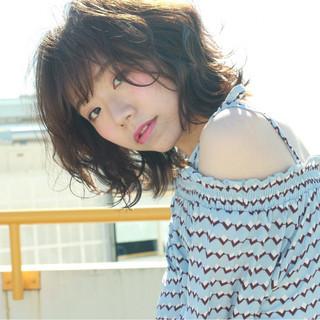 フェミニン フリンジバング 色気 ミルクティー ヘアスタイルや髪型の写真・画像