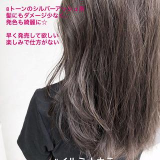 ロング ナチュラル イルミナカラー グレージュ ヘアスタイルや髪型の写真・画像