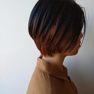 ショート モード ミルクティーベージュ インナーカラー ヘアスタイルや髪型の写真・画像