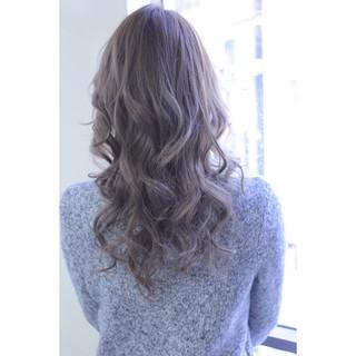 セミロング アッシュ ガーリー ミルクティー ヘアスタイルや髪型の写真・画像