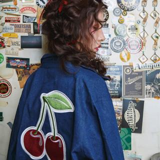 ロング 編みおろしツイン ふわふわヘアアレンジ 赤髪 ヘアスタイルや髪型の写真・画像