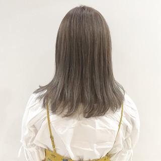 グレージュ ミディアム ガーリー グラデーションカラー ヘアスタイルや髪型の写真・画像