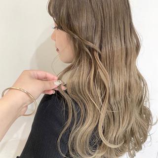 ミルクティー ミルクティーベージュ 韓国ヘア ロング ヘアスタイルや髪型の写真・画像