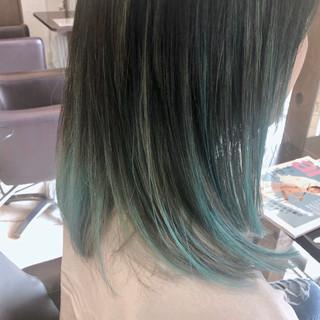 ブリーチカラー インナーカラー グラデーションカラー セミロング ヘアスタイルや髪型の写真・画像