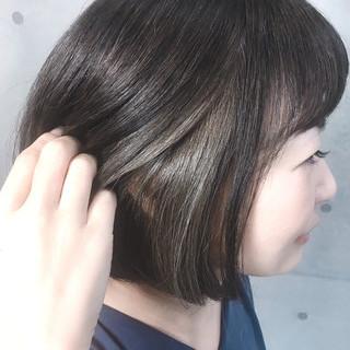 グレージュ ストリート ショートヘア インナーカラー ヘアスタイルや髪型の写真・画像