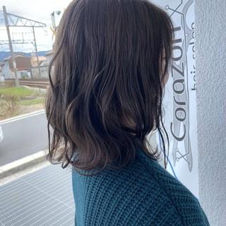 ミディアム ダークトーン 暗髪 トーンダウン ヘアスタイルや髪型の写真・画像