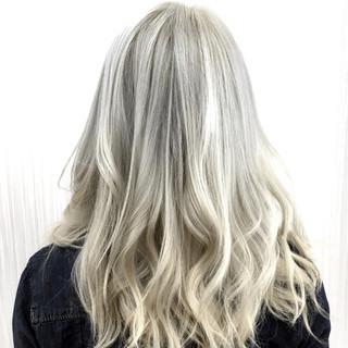 アッシュ ハイライト ハイトーン セミロング ヘアスタイルや髪型の写真・画像