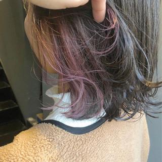ミディアム ピンクバイオレット インナーピンク インナーカラー ヘアスタイルや髪型の写真・画像