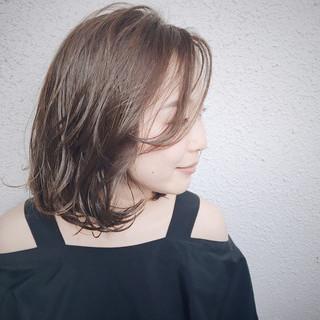 グレージュ 秋 透明感 ベージュ ヘアスタイルや髪型の写真・画像