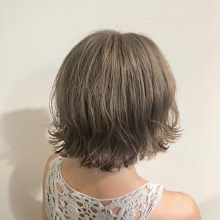 ボブ アッシュベージュ ミルクティーベージュ グレージュ ヘアスタイルや髪型の写真・画像