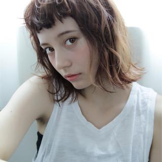 外ハネ ラフ 前髪あり 無造作 ヘアスタイルや髪型の写真・画像