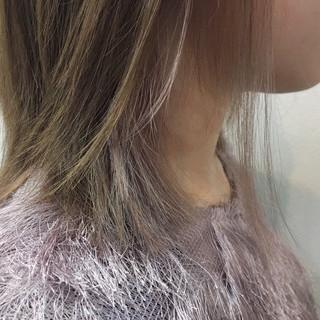 アッシュベージュ ベージュ ミディアム インナーカラー ヘアスタイルや髪型の写真・画像