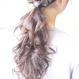 セミロング ヘアアレンジ ベージュ ラベンダーピンク ヘアスタイルや髪型の写真・画像