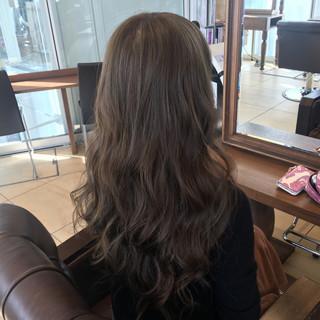 ロング グラデーションカラー ゆるふわ アッシュ ヘアスタイルや髪型の写真・画像