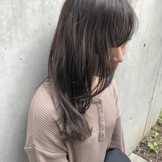オシャレ 透け感ヘア ベージュ ミディアム ヘアスタイルや髪型の写真・画像
