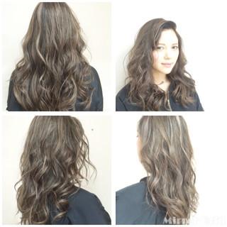 セミロング グレージュ グラデーションカラー ハイライト ヘアスタイルや髪型の写真・画像