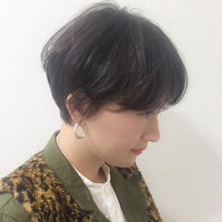 アウトドア 抜け感 黒髪 ショート ヘアスタイルや髪型の写真・画像