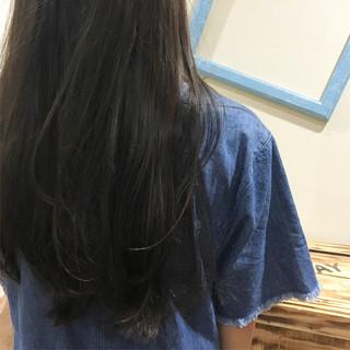 ストレート ロング ブルーアッシュ ナチュラル ヘアスタイルや髪型の写真・画像