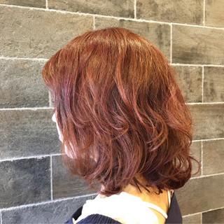ピンク パーマ フェミニン ミディアム ヘアスタイルや髪型の写真・画像