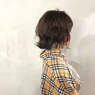 インナーカラー ストリート オリーブベージュ 切りっぱなしボブ ヘアスタイルや髪型の写真・画像