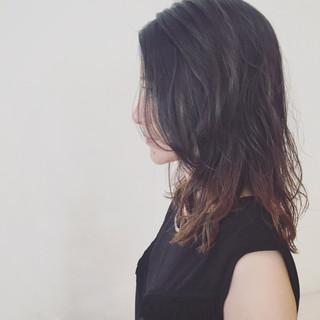 グラデーションカラー 外国人風 ウェットヘア セミロング ヘアスタイルや髪型の写真・画像 ヘアスタイルや髪型の写真・画像