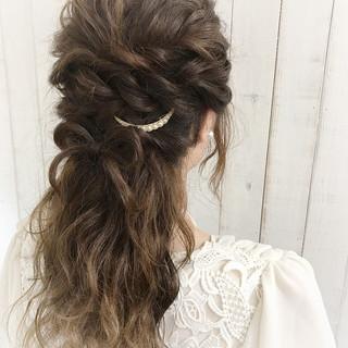 ロング ヘアアレンジ バレッタ 波ウェーブ ヘアスタイルや髪型の写真・画像