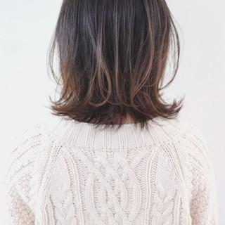 グレージュ 外ハネ ナチュラル アンニュイほつれヘア ヘアスタイルや髪型の写真・画像