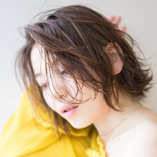ナチュラル ボブ アンニュイほつれヘア センターパート ヘアスタイルや髪型の写真・画像