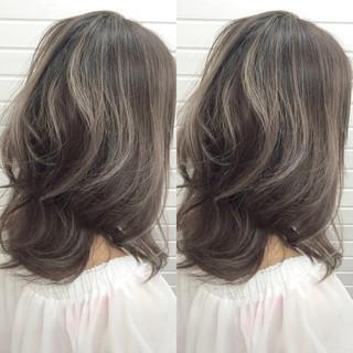 アッシュグレージュ ホワイトアッシュ 暗髪 ダークアッシュ ヘアスタイルや髪型の写真・画像