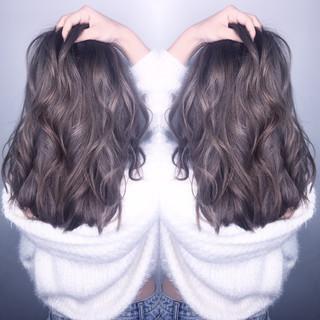 ナチュラル アッシュグレー アッシュグレージュ ミルクティーグレージュ ヘアスタイルや髪型の写真・画像