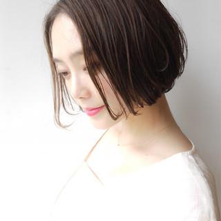 フェミニン ショートボブ ボブ オフィス ヘアスタイルや髪型の写真・画像