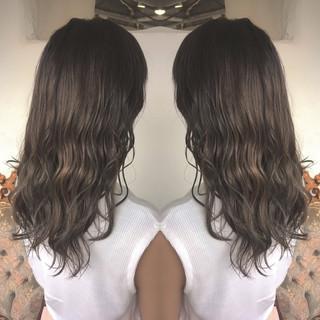 ベージュ シルバー アッシュ 外国人風カラー ヘアスタイルや髪型の写真・画像