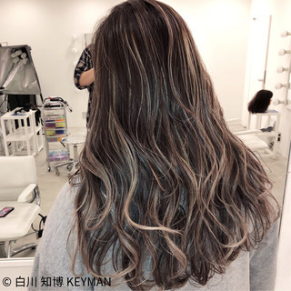 バレイヤージュ コントラストハイライト ゆるウェーブ 外国人風カラー ヘアスタイルや髪型の写真・画像