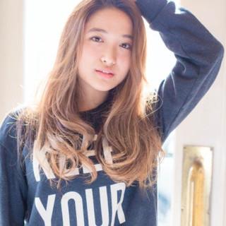 外国人風 アッシュ 丸顔 ロング ヘアスタイルや髪型の写真・画像 ヘアスタイルや髪型の写真・画像