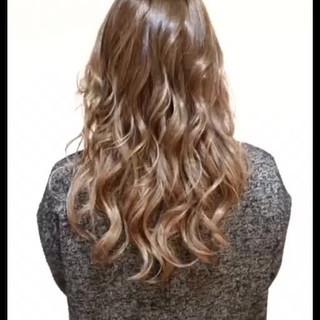 ガーリー ロング ミルクティーベージュ ミルクティー ヘアスタイルや髪型の写真・画像