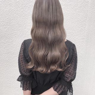 ミルクティーベージュ ロング ナチュラル オリーブベージュ ヘアスタイルや髪型の写真・画像