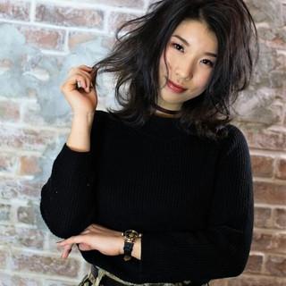アッシュ フェミニン 外国人風 ナチュラル ヘアスタイルや髪型の写真・画像